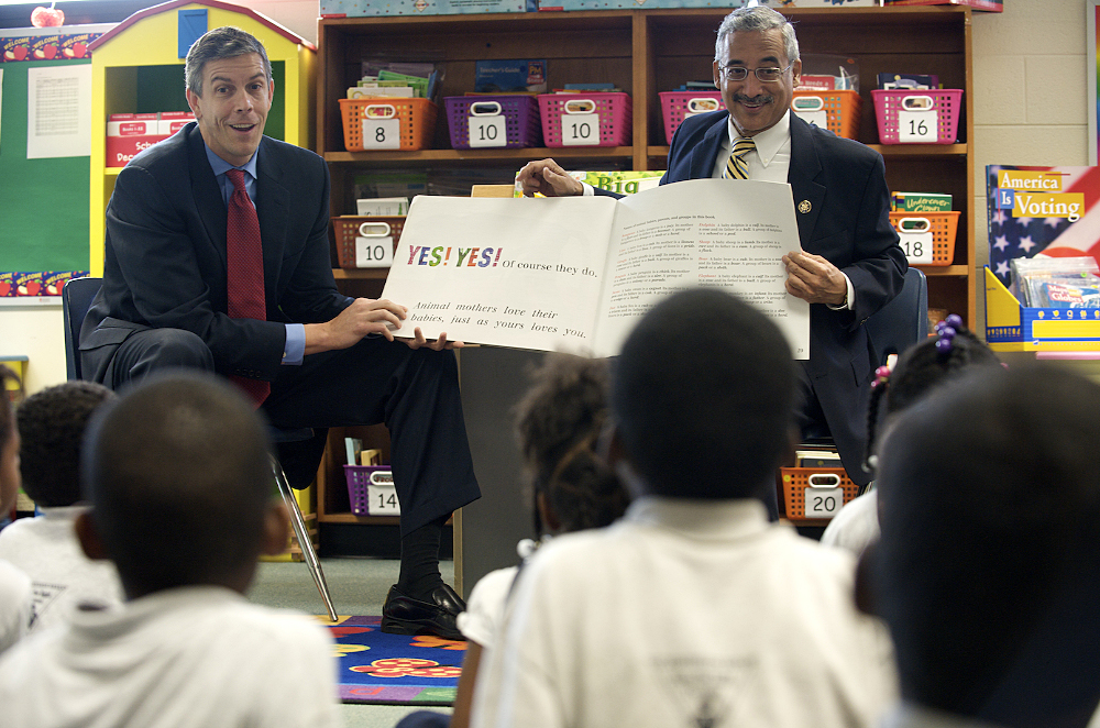 Education Sec. Duncan and Rep. Scott read to students.